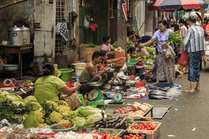 Myanmar tourism: Yangon market