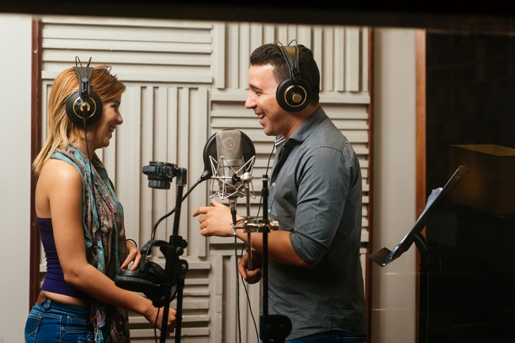 Singing mental health: couple singing