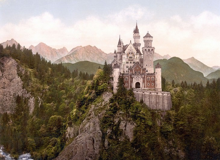 11 places where photography is forbidden Neuschwanstein Castle, Schwangau, Germany