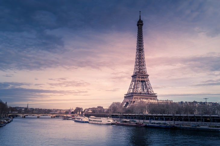 11 places where photography is forbidden Eiffel Tower