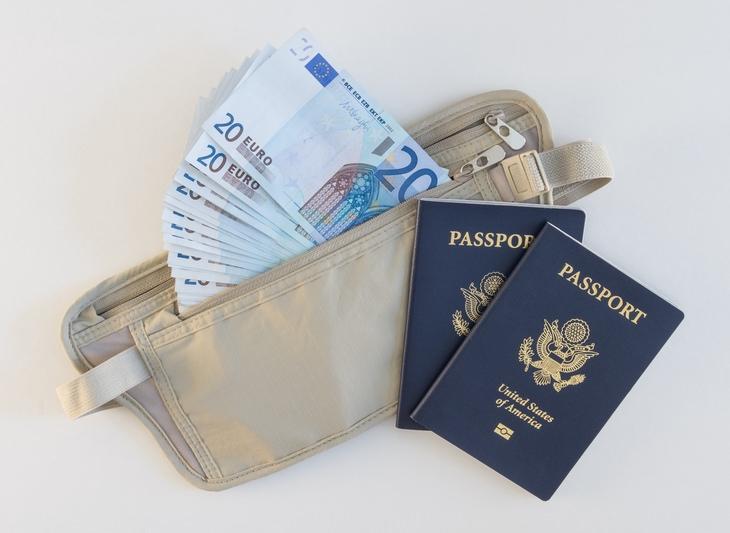 Pickpockets: money belt