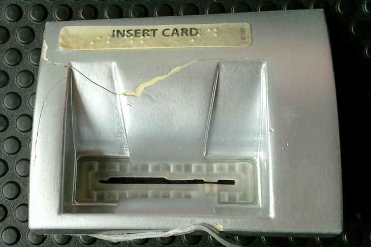 Pickpockets: card skimmer ATM