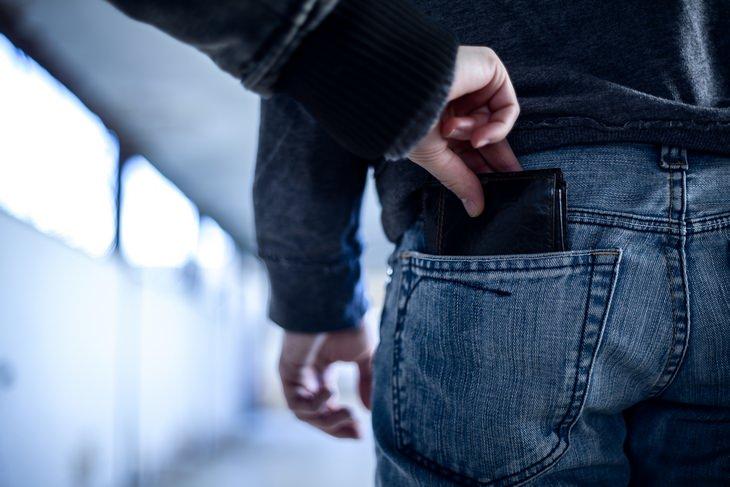 Pickpockets: back pocket theft