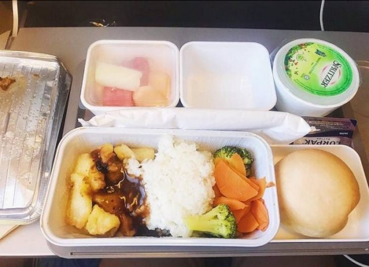 Airplane food: cathay pacific