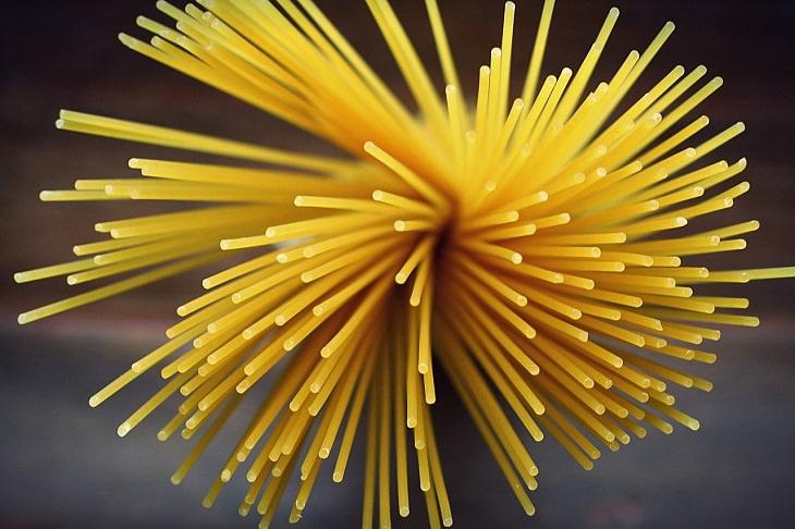 Pasta shapes: spaghetti