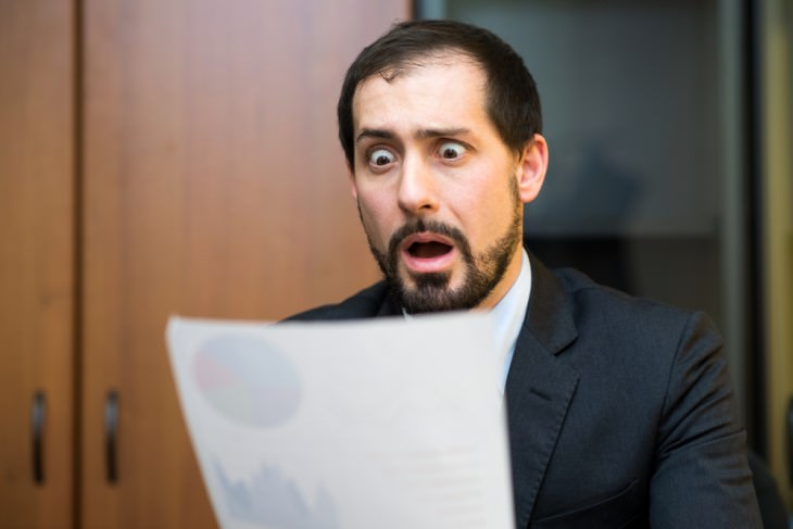 joke: man surprised while reading letter