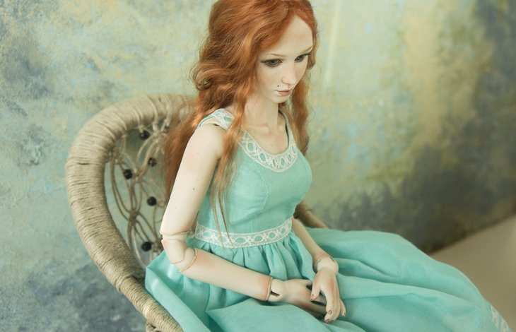 Porcelain dolls: redhead green dress