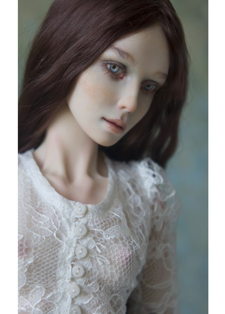 Porcelain dolls: brunette