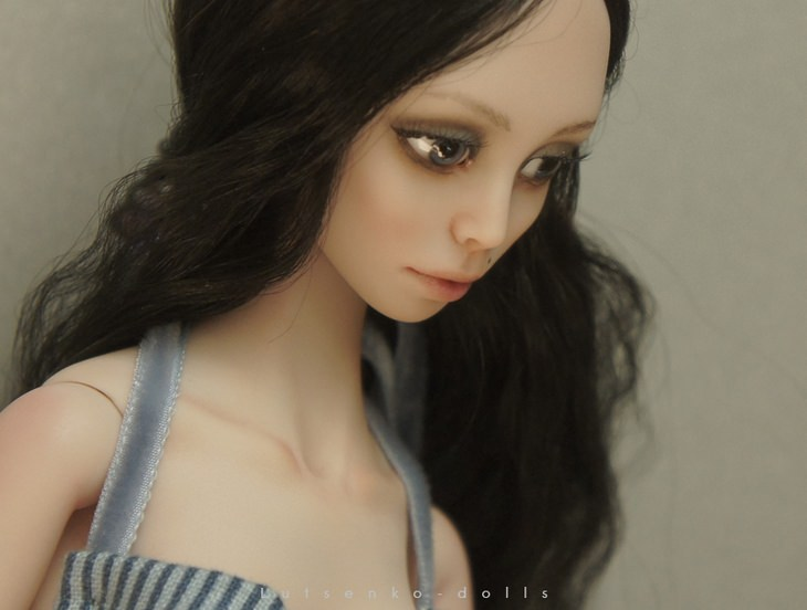 Porcelain dolls: brunette large eyes