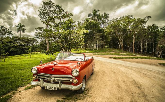 memory quiz: car on a dirt road