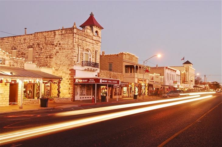 Picturesque American towns: Fredericksburg