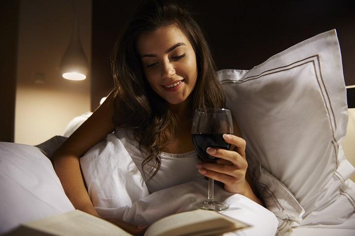 Nicotine alcohol and sleep: red wine