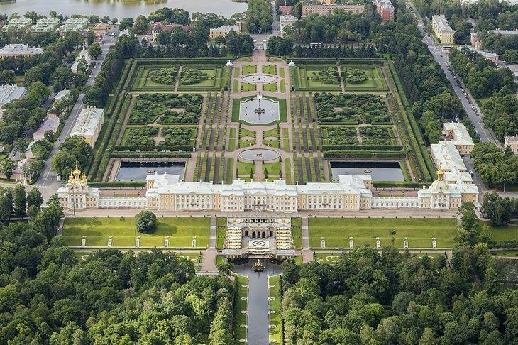 Beautiful gardens: Peterhof overview
