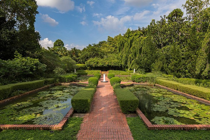 Beautiful gardens: Singapore Botanic Garden sundial