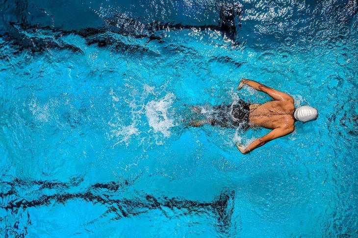 Weight loss: swimming