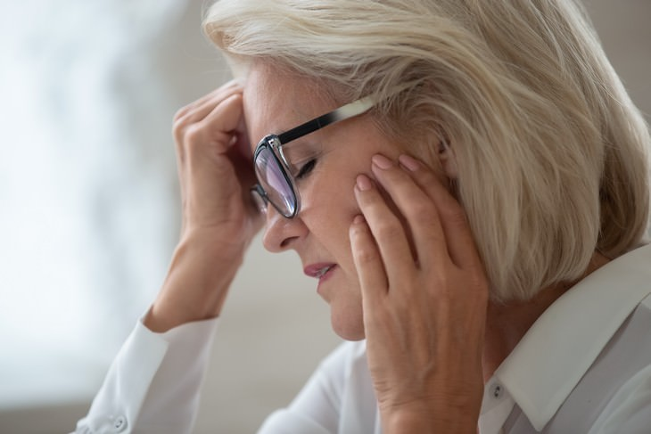 hot flashes as a predictor of heart disease in women - woman in pain