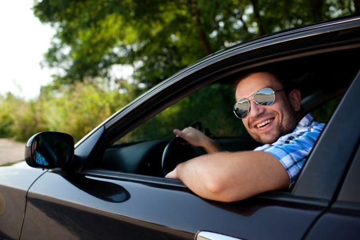 joke: man smiling out of car