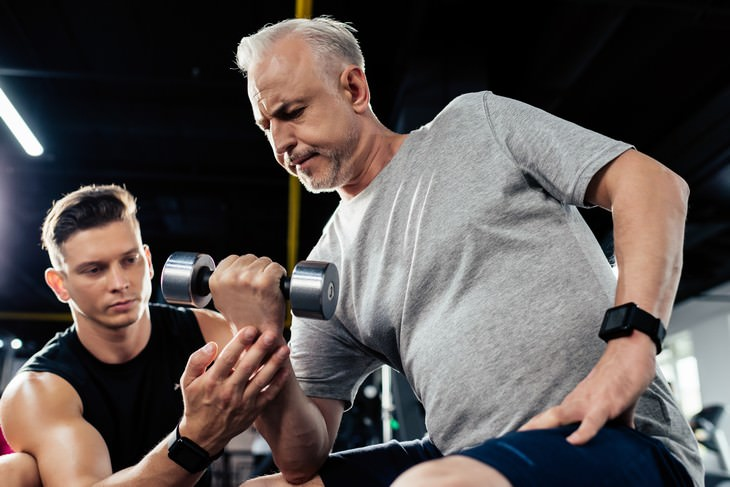 exercising at an older age trainer and beginner athlete