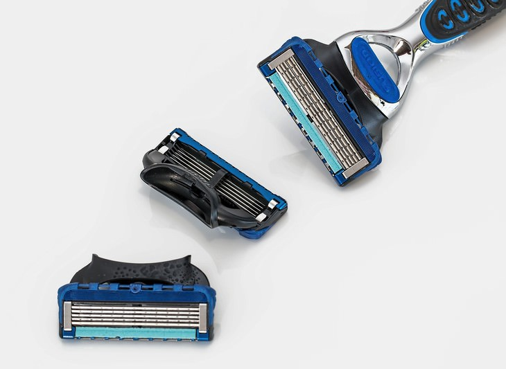 Personal Care Items that Need to Be Replaced shaving razor