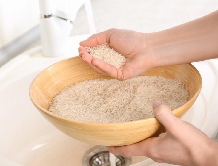 Cosas que no debes tirar por el fregadero arroz