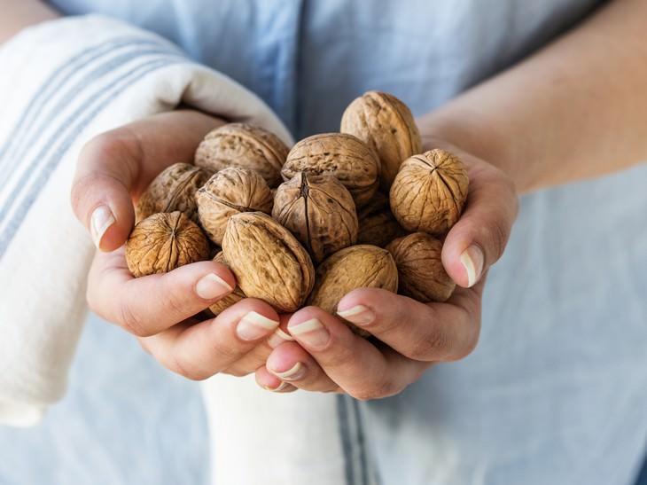 walnuts brain benefits woman holding walnuts in her hands