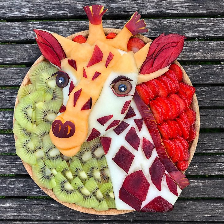 Animal food art made by Sarah Lescrauwaet-Beach with fruits and vegetables