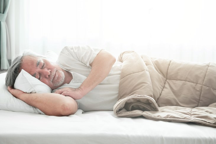 Study Finds Weighted Blankets Can Cure Insomnia senior man sleeping