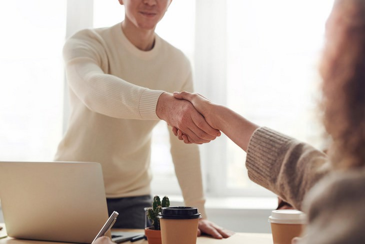 Mistakes That Ruin the First Impression You Give, handshake