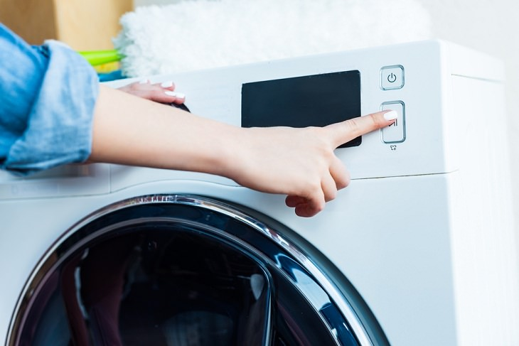 Myths About Laundry, Hot water
