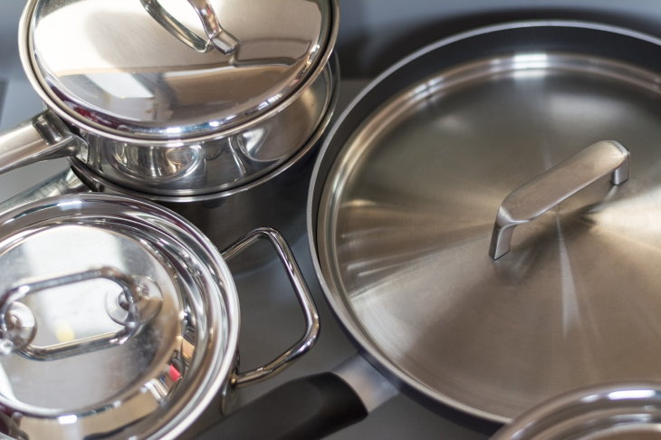 Things You Shouldn't Clean With Baking Soda Aluminum Kitchenware