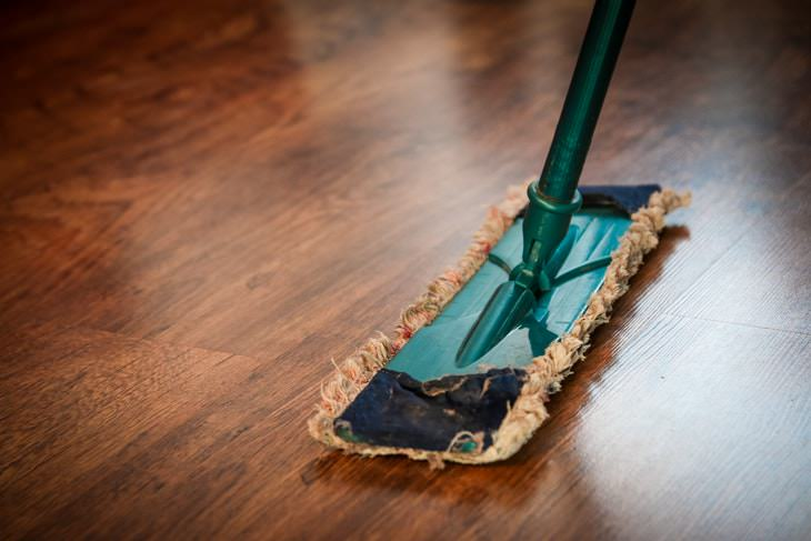 Things You Shouldn't Clean With Baking Soda Cleaning Wooden Floor