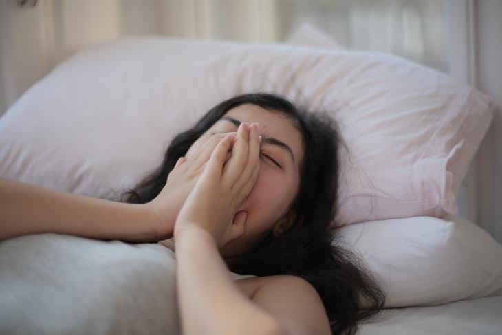 Why Some Can't Sleep Without a Fan woman yawning