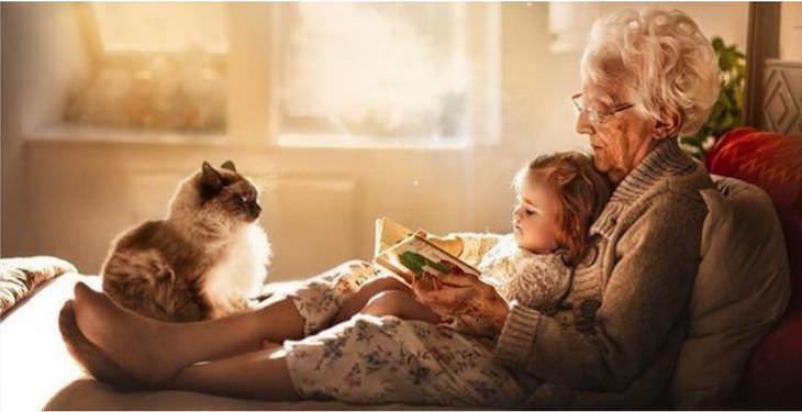 12 Heartwarming Photos Depicting a Grandma's Love, reading a story