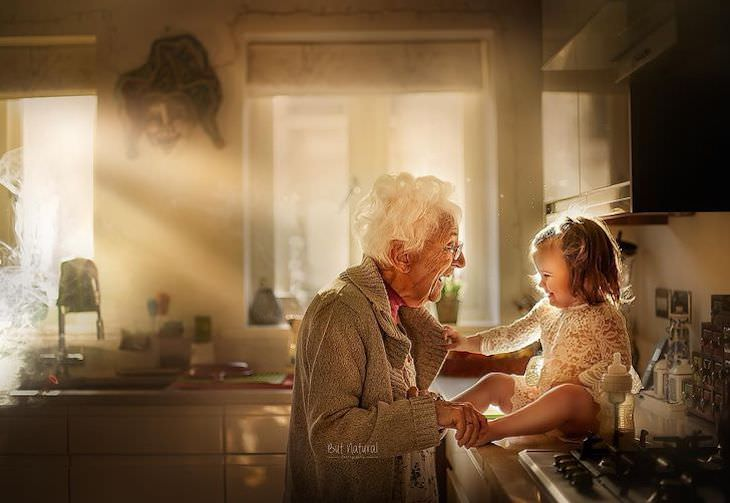 12 Heartwarming Photos Depicting a Grandma's Love, playing in the kitchen