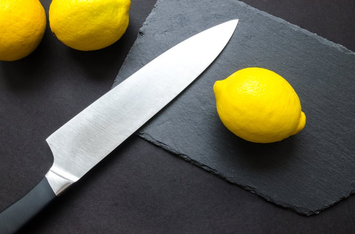 Things You Shouldn't Clean With Vinegar knife