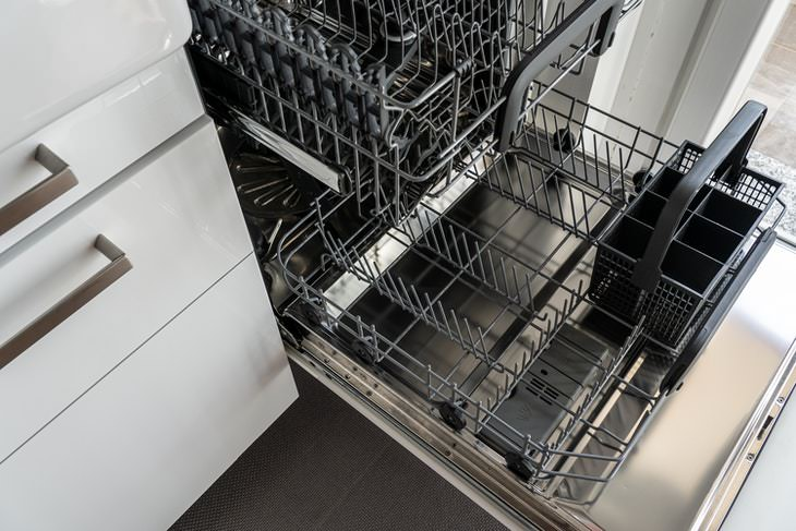 Things You Shouldn't Clean With Vinegar dishwasher