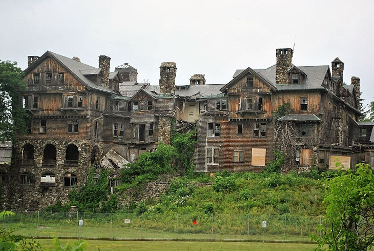 Abandoned Mansions, Halcyon Hall at the Bennett School for Girls