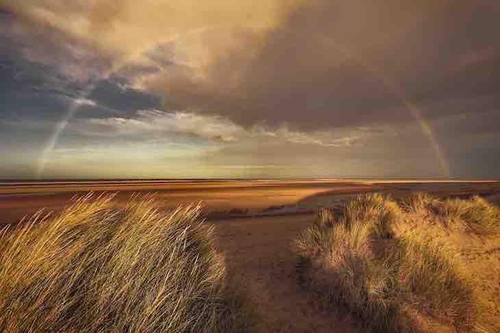 "Landscape Photography Awards Highlight UK's Beauty, ""Window of Opportunity"" by Nigel Morton"