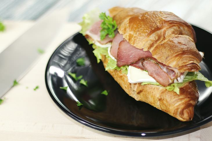 Foods That Worsen Cellulite croissant sandwich