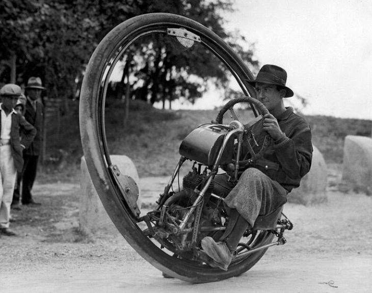 Odd Vintage Tech Inventions This dangerous-looking one-wheel motorcycle was invented by Italian M. Goventosa de Udine in 1931 and it could reach the maximum speed of 150 km per hour (93 Mph)
