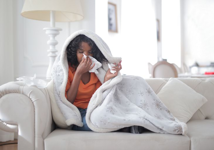 What to Eat & Avoid When You're Sick woman suffering from a cold