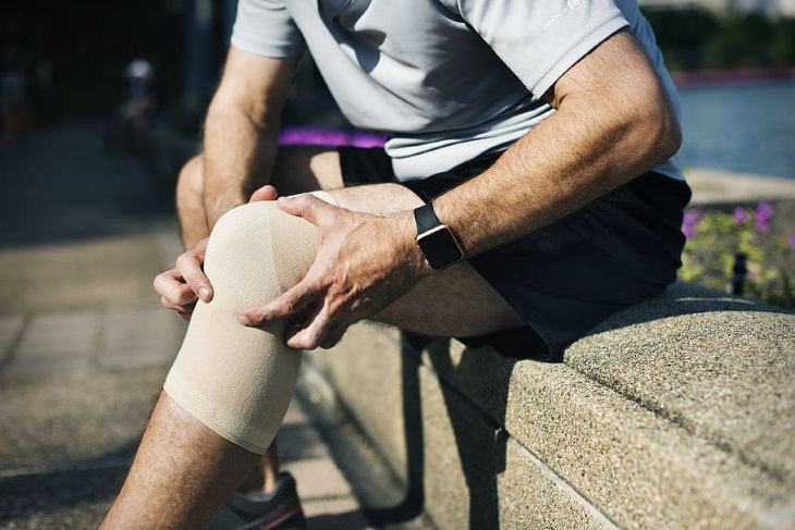 Health Benefits of Bone Broth man with knee injury
