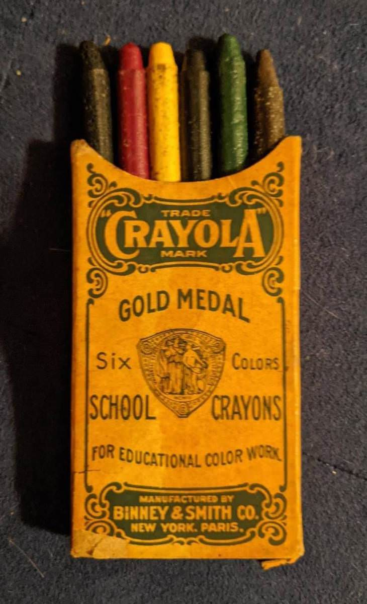 12 Cool Vintage Items Found by Chance, crayons