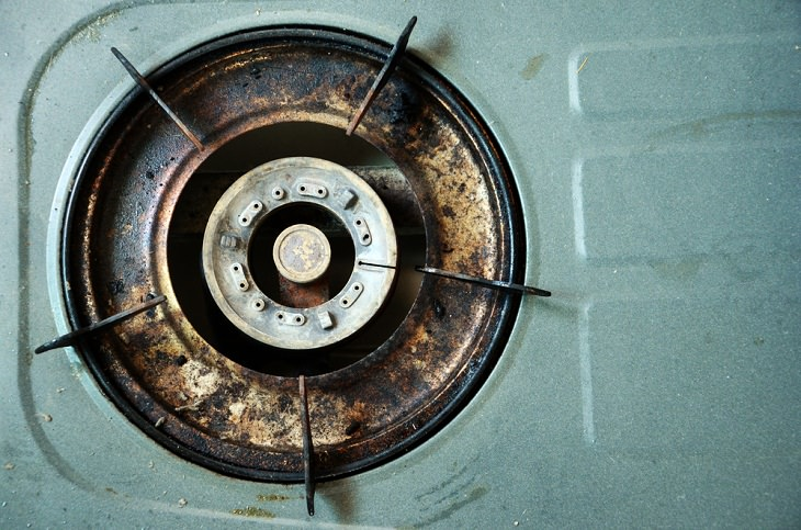 Stovetop mistakes, burner clogs