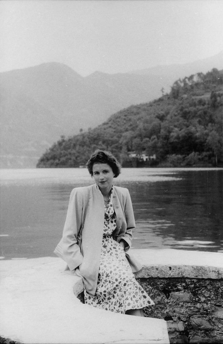 Mysterious Road Trip Photos From 1951 Discovered, woman posing