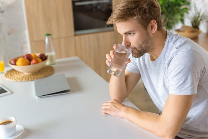Tips to Reduce Caffeine's Effects, drinking water