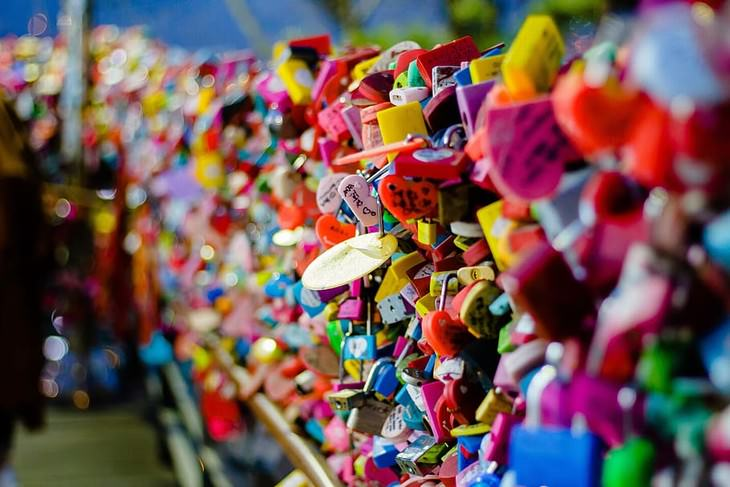 Valentine's Traditions in the World locks korea