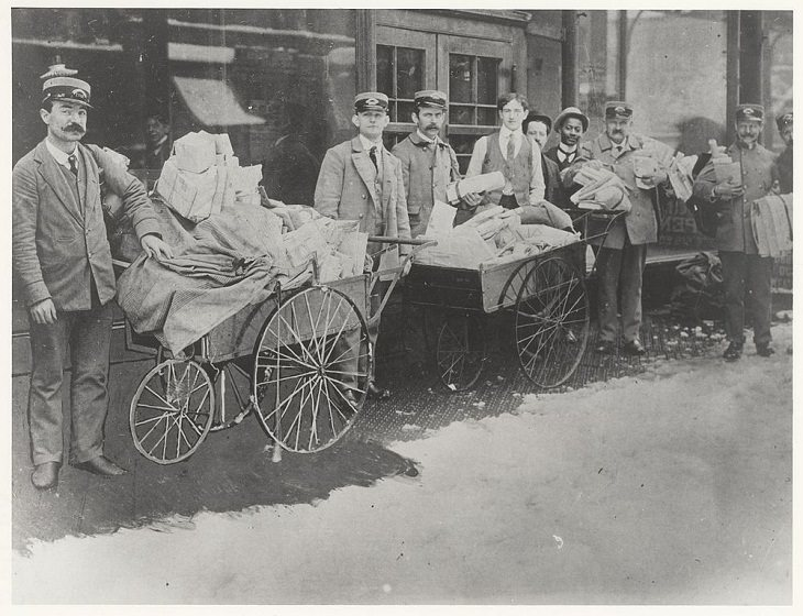 Postal vehicle handcarts