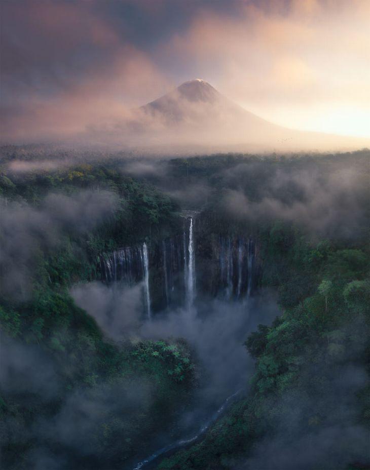 Cachoeira Tumpak Sewu, Indonésia por Tony Wang
