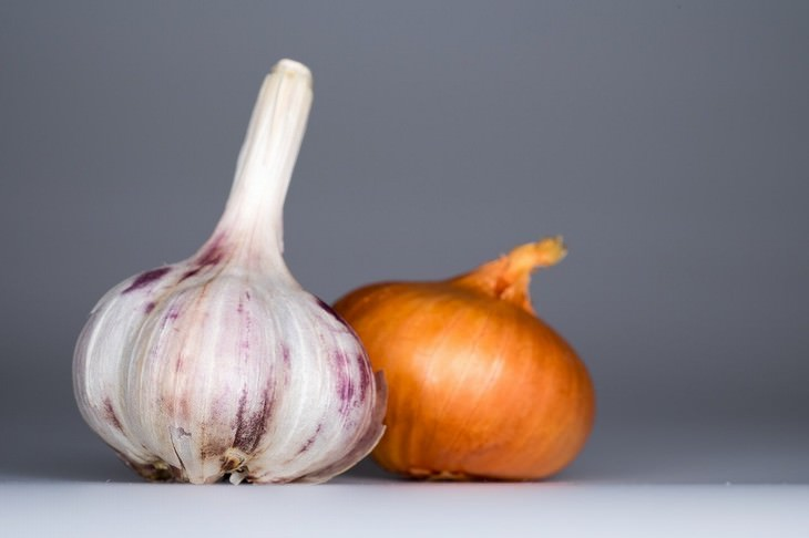 foods that cause constipation Onions and Garlic